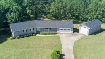 428 Broyles Point Road, Townville, South Carolina 29689, 3 Bedrooms Bedrooms, ,2 BathroomsBathrooms,Residential,For Sale,Broyles Point,20203604