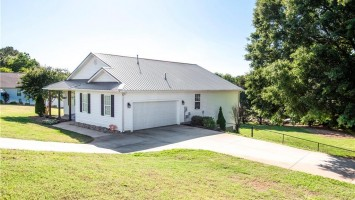 100 Issac Court, Anderson, SC 29625, 4 Bedrooms Bedrooms, ,2 BathroomsBathrooms,Residential,For Sale,Issac,20216617