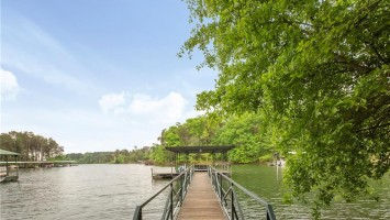 304 Lakefront Drive, Anderson, SC 29626, 5 Bedrooms Bedrooms, ,3 BathroomsBathrooms,Residential,For Sale,Lakefront,20216340