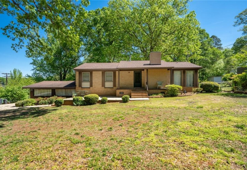 1001 Oak Drive, Pendleton, SC 29670, 3 Bedrooms Bedrooms, ,1 BathroomBathrooms,Residential,For Sale,Oak,20227377
