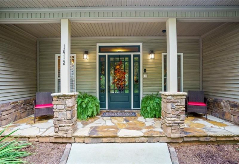 1412 Coneross Point Drive, Seneca, SC 29678, 4 Bedrooms Bedrooms, ,3 BathroomsBathrooms,Residential,For Sale,Coneross Point,20231919