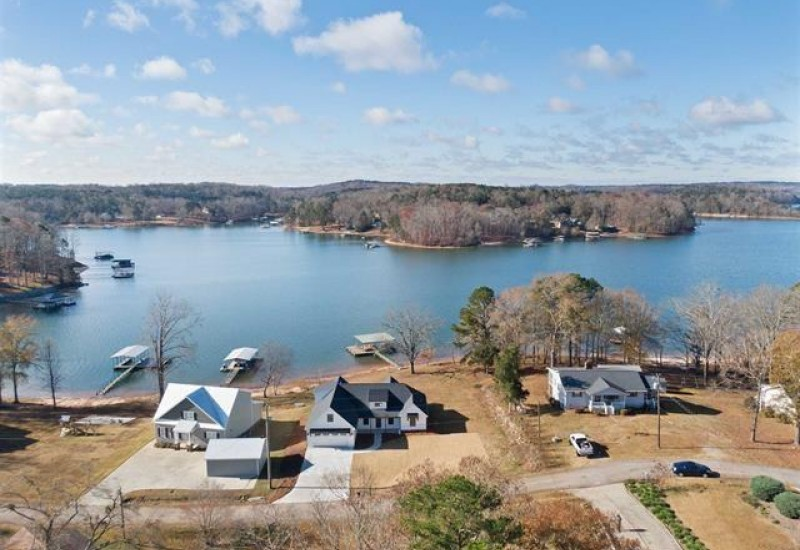 1645 Lakeview Road, Lavonia, GA 30553, 3 Bedrooms Bedrooms, ,3 BathroomsBathrooms,Residential,For Sale,Lakeview,20234877